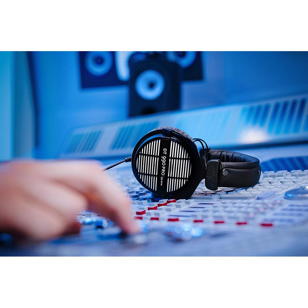 beyerdynamic dt 990 pro 250 professional acoustically open headphones 250 ohms ebay. Black Bedroom Furniture Sets. Home Design Ideas